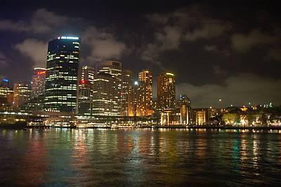 Hafen Skyline bei Nacht